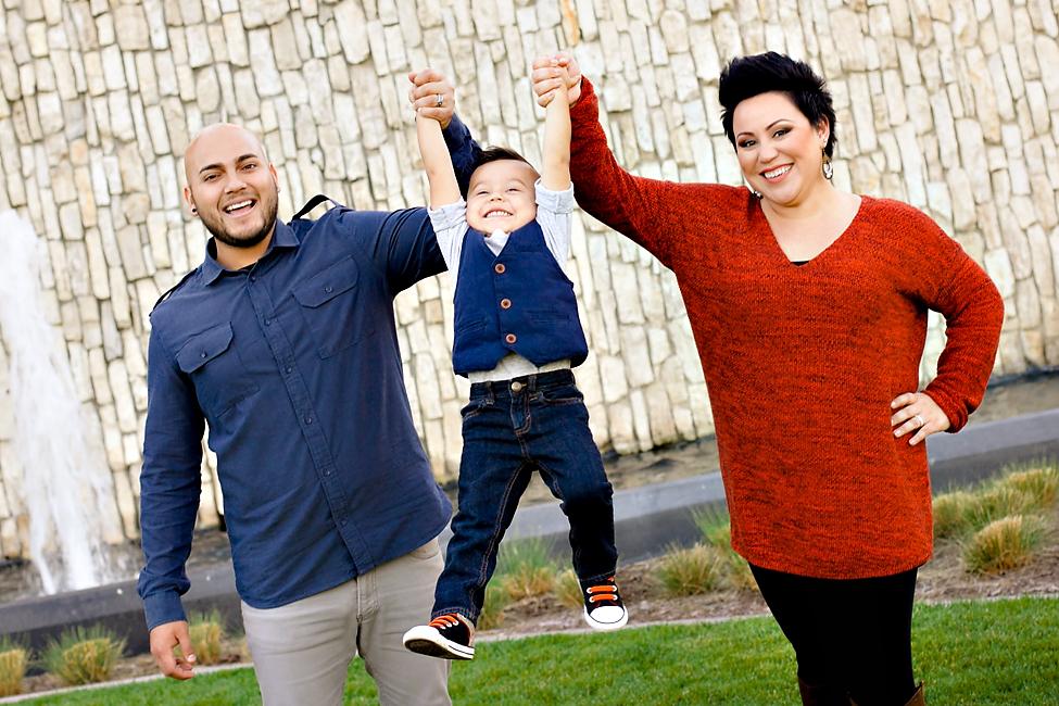 happy child photo with parents